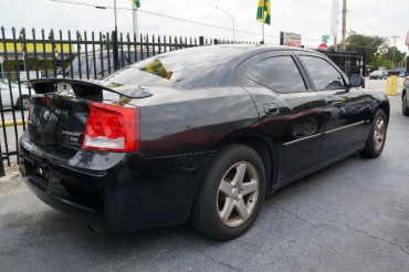 2010 Dodge Charger - Image 2