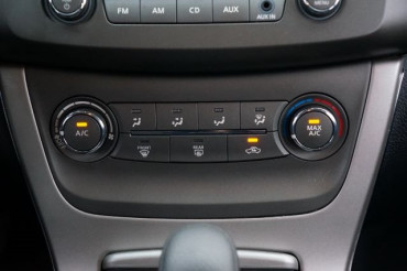 2014 Nissan Sentra - Image 25