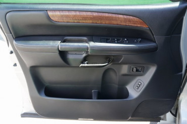 2008 Nissan Armada - Image 13