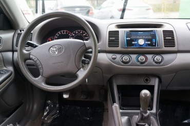 2005 Toyota Camry - Image 13