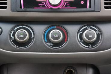 2005 Toyota Camry - Image 16