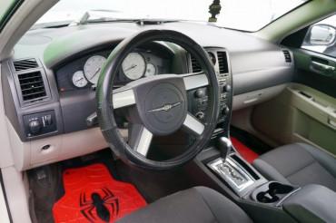 2006 Chrysler 300 - Image 11
