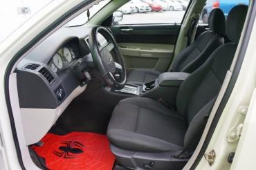 2006 Chrysler 300 - Image 12