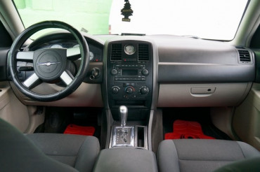2006 Chrysler 300 - Image 21