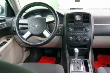 2006 Chrysler 300 - Image 22
