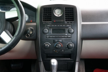 2006 Chrysler 300 - Image 23