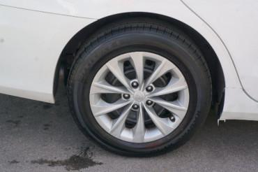 2017 Toyota Camry - Image 12
