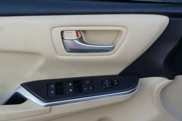2017 Toyota Camry - Image 13