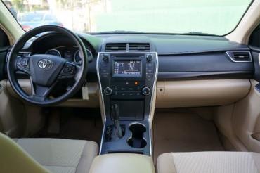 2017 Toyota Camry - Image 19