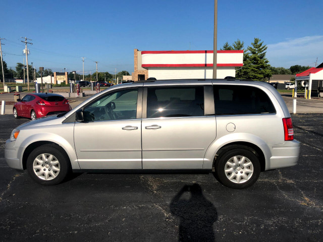 2010 Chrysler Town & Country - Image 6