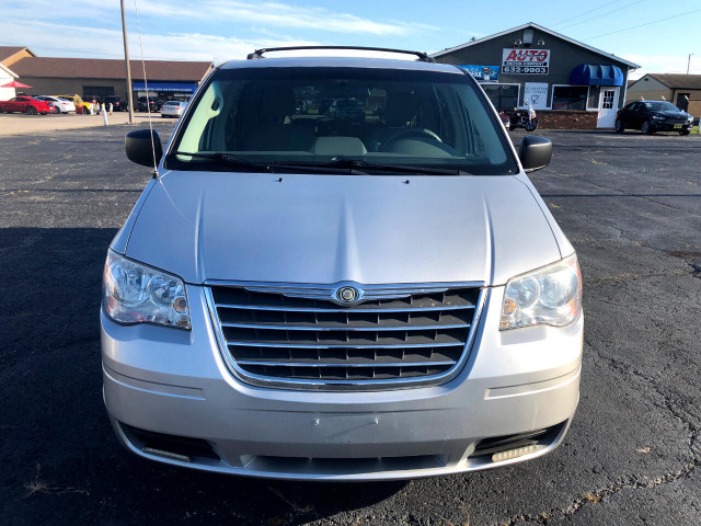 2010 Chrysler Town & Country - Image 8