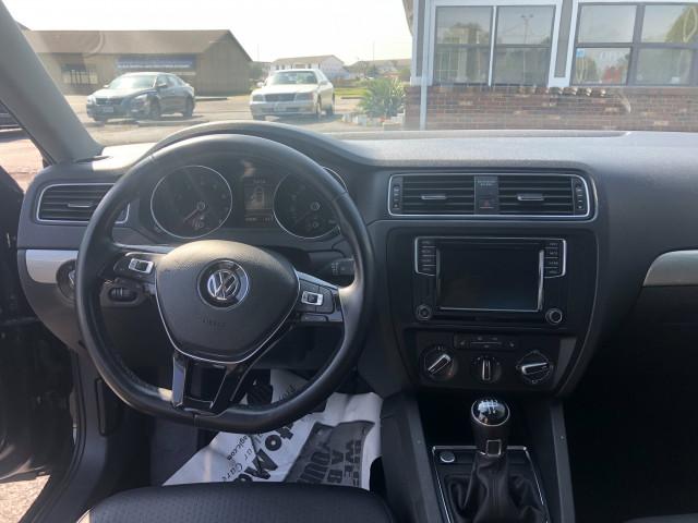 2017 Volkswagen Jetta - Image 16