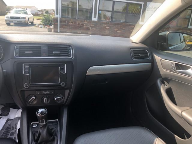 2017 Volkswagen Jetta - Image 17