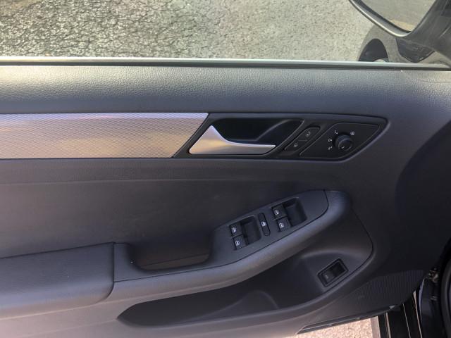 2017 Volkswagen Jetta - Image 13