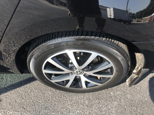 2017 Volkswagen Jetta - Image 11